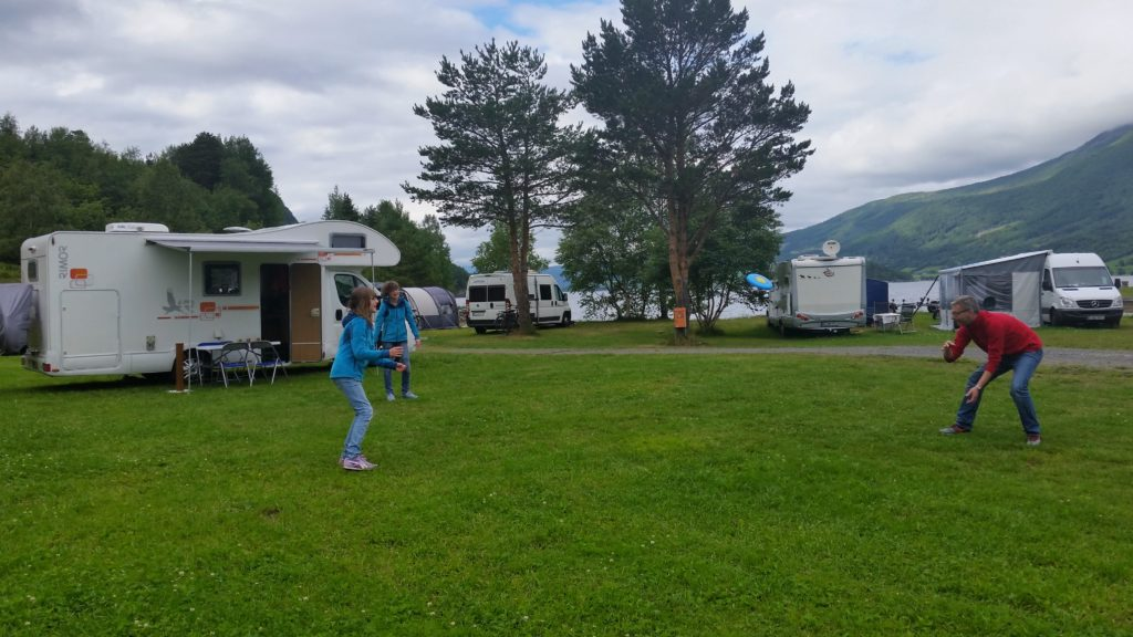 image-24-1024x576 Norwegia, dziecięca miłość od pierwszego wejrzenia Lato 2016 Norwegia