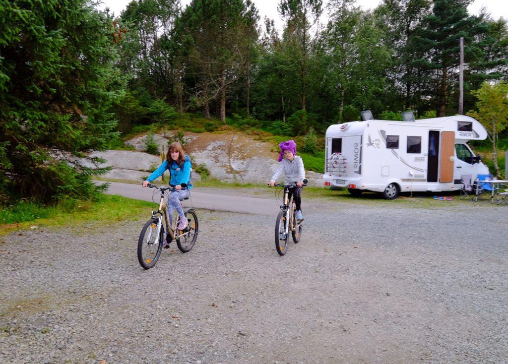 image-25-1024x734 Norwegia, dziecięca miłość od pierwszego wejrzenia Lato 2016 Norwegia