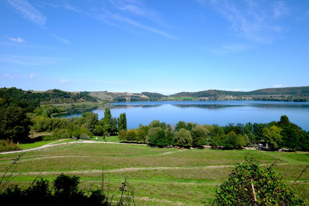 Jezioro-Martignano-2-009-1024x683 Włochy we wrześniu. La Vita è bella Motorhome